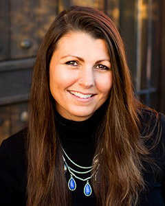 Headshot of Lisa Rowe